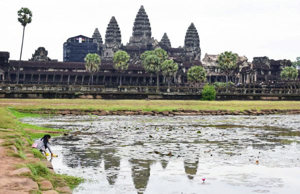 DISCOVER ANGKOR, ONE OF THE LARGEST MEDIEVAL CITIES IN THE WORLD !